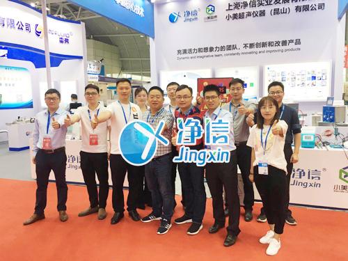 中国高等教育博览会工作人员合照